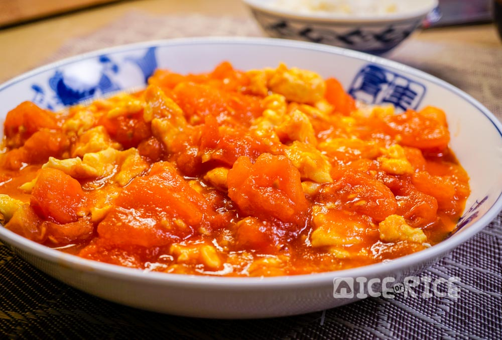 Chinese stir fry tomatoes and eggs